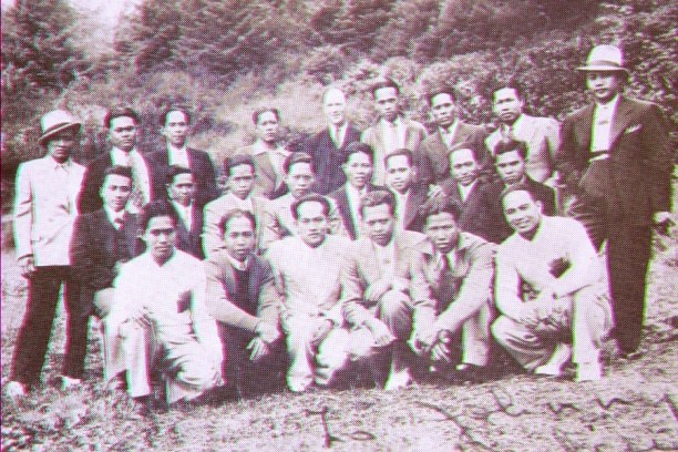 filipino%20uw%20students%201936%20canneries%20lg - College Pictures {The Years of Old} - Anonymous Diary Blog
