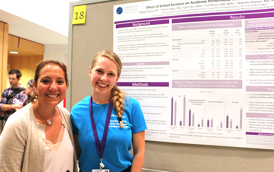 An HIPRC faculty mentor and intern discuss their summer project at the 2017 INSIGHT Research Symposium.