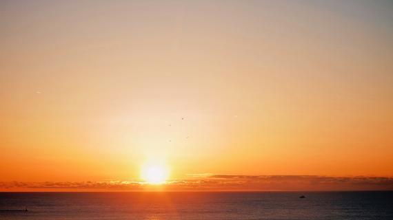 4096px-sunrise over lake michigan
